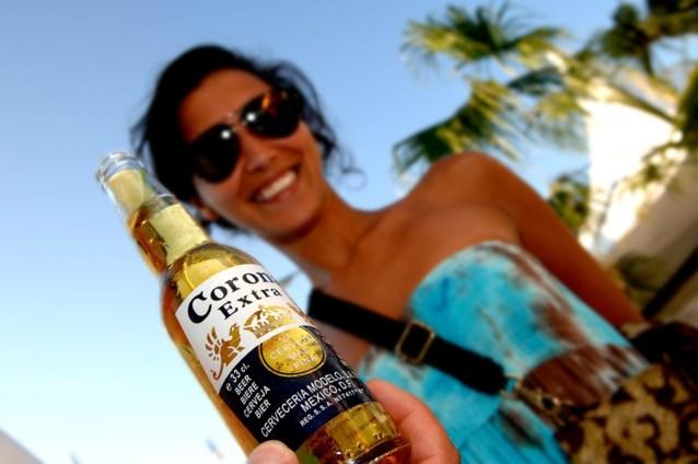 Veel Amerikanen weigeren nog Corona-bier te drinken