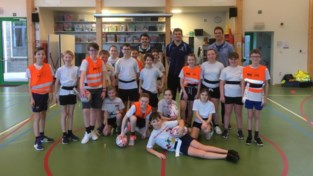 Sportdienst laat leerlingen van rugby en hockey proeven