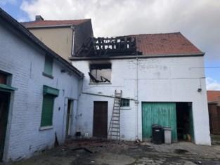 Politie haalt man uit brandende woning wanneer hij nog probeert te blussen