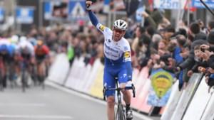 Kasper Asgreen houdt jagend peloton kilometerslang af en wint Kuurne-Brussel-Kuurne