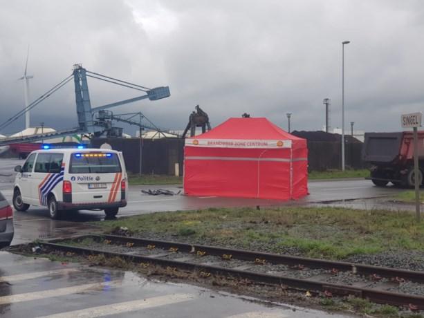Fietser (29) overleden na aanrijding met vrachtwagen in havengebied