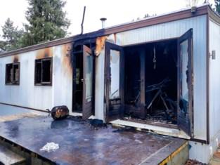 Caravan brandt volledig uit