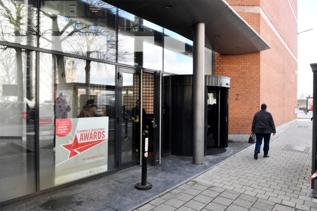 """Mogelijke coronabesmetting bij SD Worx in Antwerpen: """"Collega's gevraagd om van thuis werken, gebouw wordt grondig ontsmet"""""""