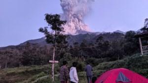 Vliegverkeer verstoord door vulkaanuitbarsting in Indonesië