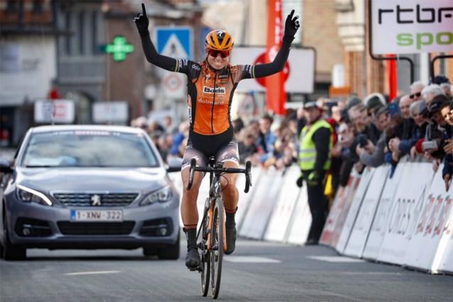 Chantal Blaak triomfeert na monstersolo voor derde keer in Le Samyn des Dames, Lotte Kopecky derde