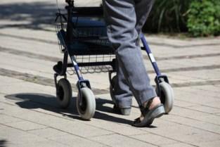 90-jarige vrouw met rollator bestolen op eigen oprit