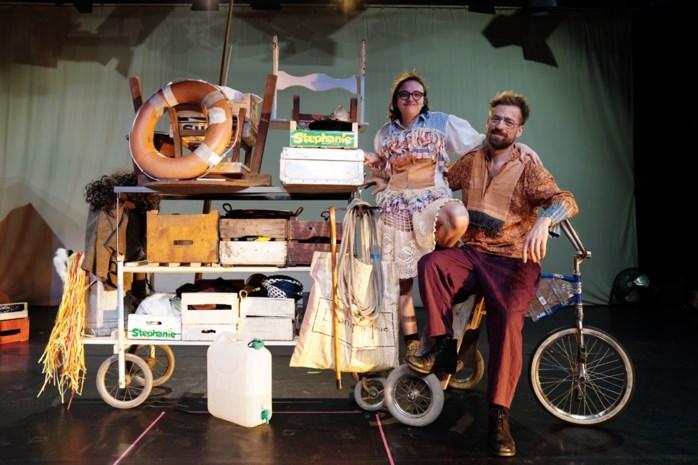 """Vader en dochter Frank (52) en Julia (21) maken samen theater: """"We willen leemte vullen voor mensen met beperking"""""""