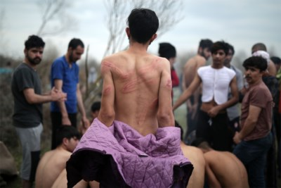 Griekse schande of Turkse propaganda? Schokkende beelden duwen vluchtelingencrisis naar nieuw dieptepunt