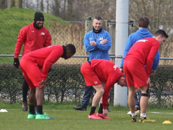 """Oude bekende Adnan Custovic moet KV Oostende in 1A houden: """"Ik wil de spelers positieve energie geven en hun vertrouwen opnieuw opkrikken"""""""