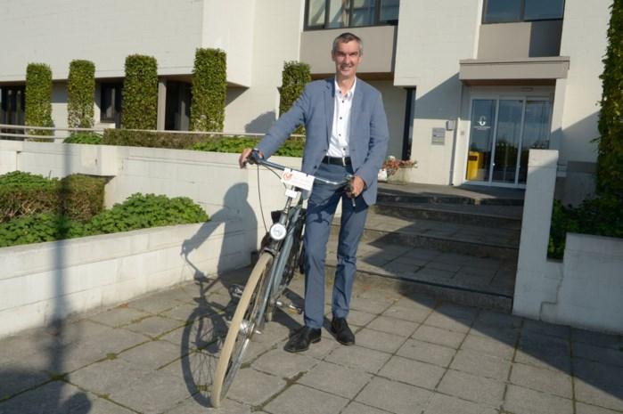 """Fiets burgemeester gestolen aan ontmoetingscentrum: """"De fiets heeft een grote emotionele waarde voor mij"""""""