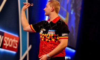 """Dimitri Van den Bergh moet zijn meerdere erkennen in """"The Iceman"""" en grijpt naast halve finale UK Open darts"""