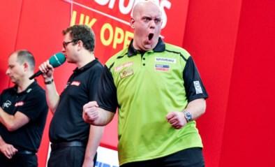 Michael van Gerwen maakt publiek helemaal wild met nine-darter in UK Open en schrijft toernooizege op zijn naam