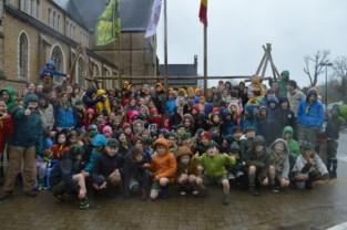 Scouts bestaan een eeuw en vieren dat met een 'vrolijk standbeeld'