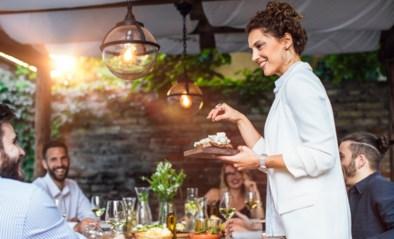 Gasten ontvangen volgens de regels van de kunst: snijd geen brood, zet koppels niet naast elkaar en hou rekening met de dertigminutenregel