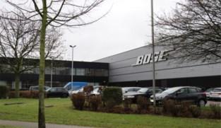 Inbrekers knevelen bewaker en stelen opleggers met elektronica bij Bose in Tongeren