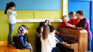 """Ondanks werkdruk verwelkomen scholen 'pontonkinderen' met open armen: """"Ze zijn superblij. Daar doen we het voor"""""""