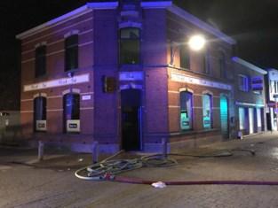 """Vier maanden na vallend plafond wordt café getroffen door brand: """"In plaats van te rusten door de coronasluiting wordt het nu opruimen"""""""