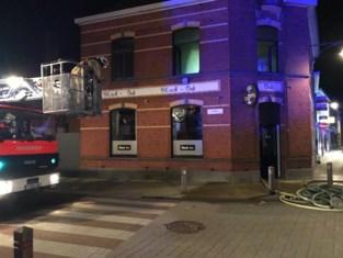 Net voor coronasluiting breekt brand uit in café Black-Out