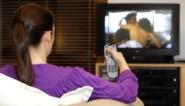 Niet op café? Dan maar voor tv: zo passen de zenders hun programmering aan door het coronavirus