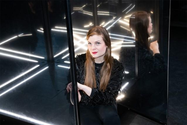 Lege agenda? Dan maar een creatieve oplossing: operazangeres Astrid Stockman streamt 'Coronaconcert' op Instagram
