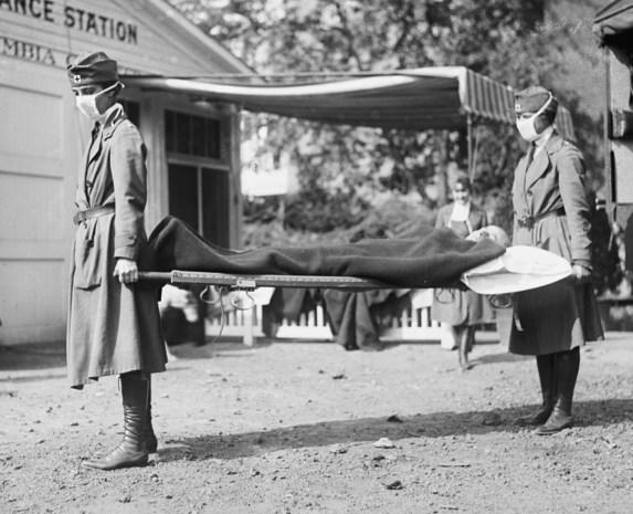 Ook 100 jaar geleden woedde de strijd met een pandemie: de Spaanse griep, met 80 miljoen doden tot gevolg