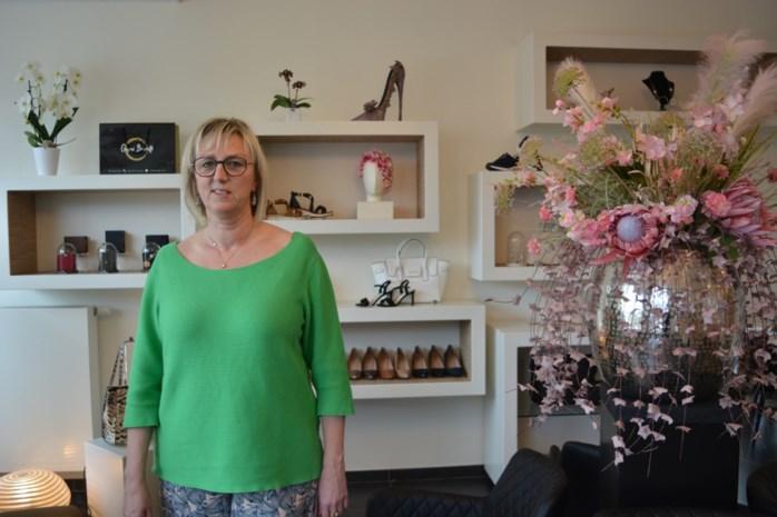 """Schoenenwinkel biedt klanten aan één per één te shoppen maar krijg verbod van politie: """"Ik dacht dat het mocht"""""""