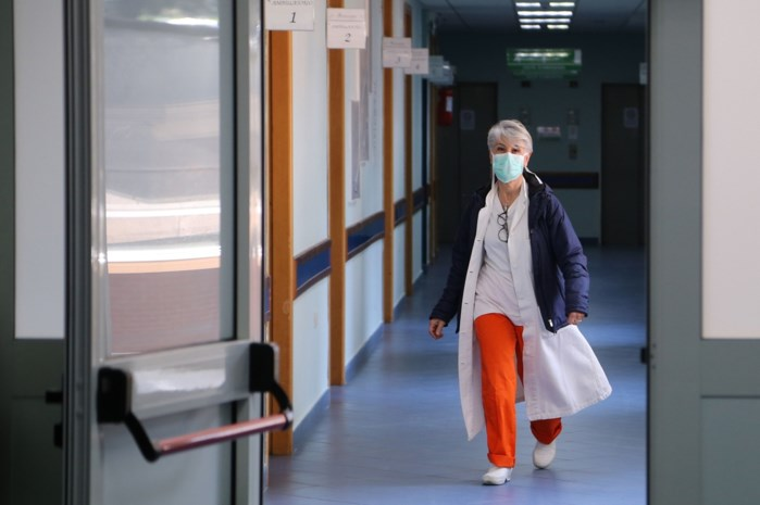 """Huisartsen en ziekenhuizen bereiden zich voor: """"We gaan moe worden en dan is een fout snel gemaakt"""""""