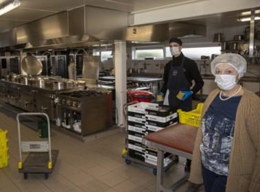 """Van 5.000 maaltijden naar 100: telefoon van traiteur staat roodgloeiend: """"Iedereen belt af"""""""