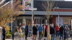 """65-plussers krijgen voorrang in Delhaize-winkels: """"We zijn voor één keer VIPS. Zalig toch?"""""""