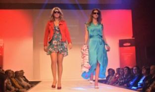 FOTO. Niets dan stralende modellen op de catwalk tijdens energieke modeshow (Deel 2)