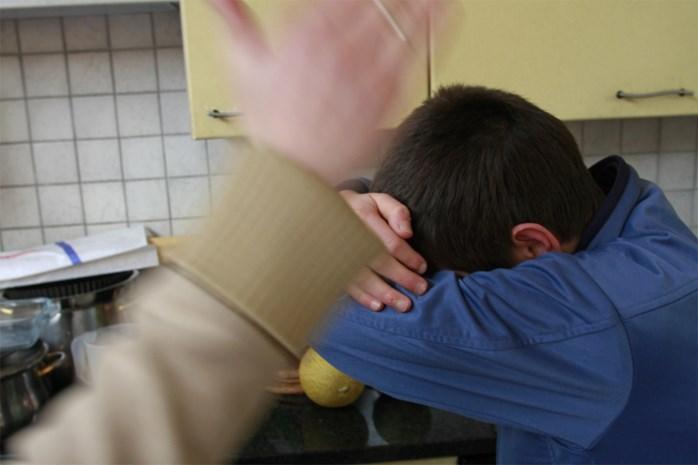 """Hulpverleners vrezen voor toename huiselijk geweld door coronamaatregelen: """"We houden ons hart vast. Zeker voor de kinderen"""""""