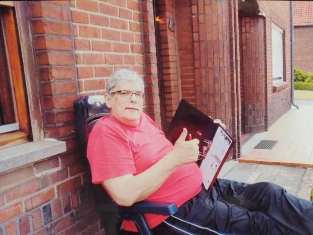 """Cornelia (72) bracht haar man Robert (72) vorige week naar het ziekenhuis, maar zag hem niet meer levend terug: """"Ja, hij was een risicopatiënt, maar wel gezond"""""""