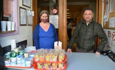 Douche hier, maaltijd ginder: daklozenverenigingen werken samen in tijden van corona