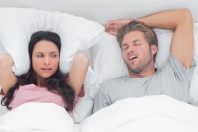 Help, mijn man is een snurker: tips om het snurkprobleem aan te pakken