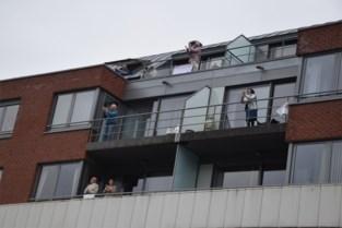 VIDEO. Groot applaus (en meteen ook een babbeltje) vanop het terras