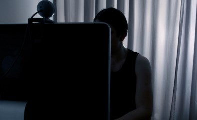 Werkstraf voor man (58) die naaktfoto's van zoon gebruikte op datingsite