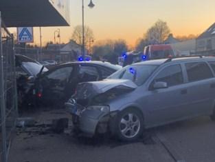 Drie gewonden na zware frontale botsing op Koolmijnlaan
