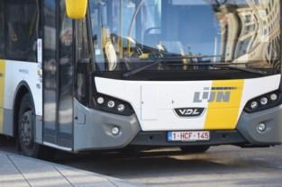 Lijnbus aan de kant door oververhit remsysteem