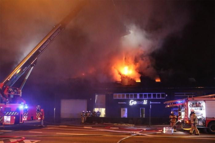 """Hevige brand in wasserij Gomoli: """"Ouders zijn alles kwijt, maar machines bleven gevrijwaard"""""""