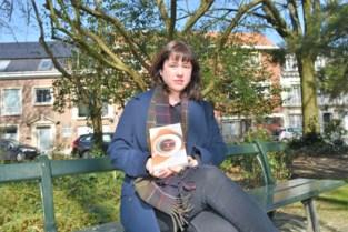 """Valerie Tack debuteert succesvol als romanschrijfster: """"Lang gewacht om boek uit te brengen omdat ik negatieve commentaren vreesde"""""""
