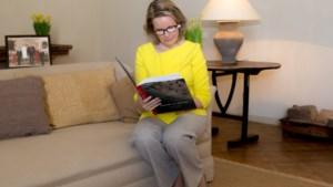 Koningin Mathilde stimuleert kinderen om hun gevoelens neer te schrijven: schoolwerk, spelen en… het corona-dagboek bijhouden