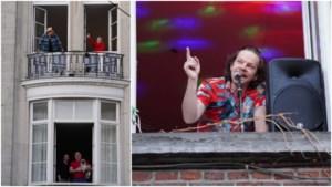 Lichtpuntje: dj Balkon speelt voor zijn buren vanuit zijn raam