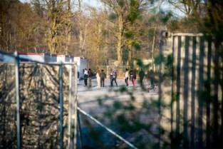 """Asielcentra sluiten vanaf vrijdag dagelijks om 18 uur, maar gaan nog niet in lockdown: """"Afwachten of regels nageleefd worden"""""""