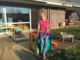"""Kinderverzorger Evy (33) ziet het minder druk worden in De Blokkendoos: """"Ouders wijzen het kinderdagverblijf als snel met de vinger als oorzaak van de ziekte"""""""