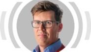 """""""Als medisch influencer behoort Marc Coucke aan de kant van Marc Van Ranst te staan. Maar als voetballeider staat hij diametraal tegenover de viroloog"""""""