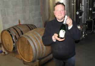 """Wijnbouwer geeft 3.000 liter wijn weg om er ontsmettingsalcohol van te maken: """"Het is mijn morele plicht"""""""