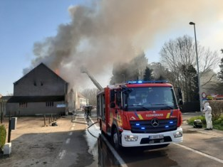 Elf personen zijn woning kwijt na hevige brand, maar vinden snel onderkomen: