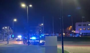 VIDEO. Agenten brengen hulde aan zorgverleners met indrukwekkend spektakel