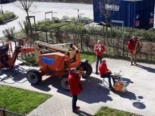 Mobile Brassband speelt voor senioren van WZC Meulenbroek