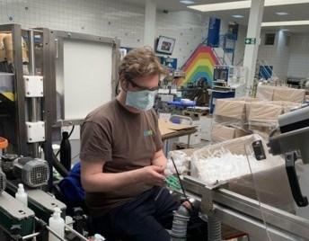 Ecover in Malle maakt handgel voor ziekenhuizen en zorginstellingen